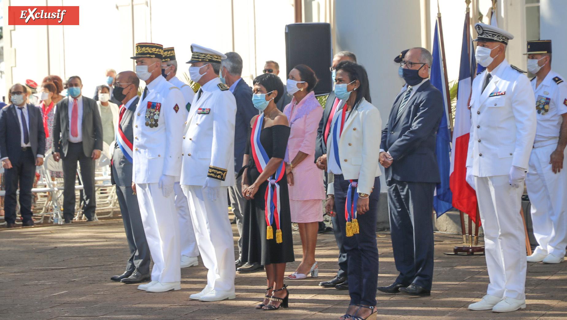 A l'extrême droite de la photo, au 1er rang, Nadia Ramassamy, députée, et au 2ème rang Jean-François Lebon, directeur départemental de la sécurité publique