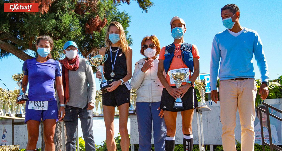 Victoria Devouge, Isabelle Lamy, Fleur Santos Da Silva, tel est le podium des 25 km. Avec les félicitations de Nicaise Contau, présidente de l'ASCTB, et Bruno Vaïti, adjoint au maire de Trois-Bassins