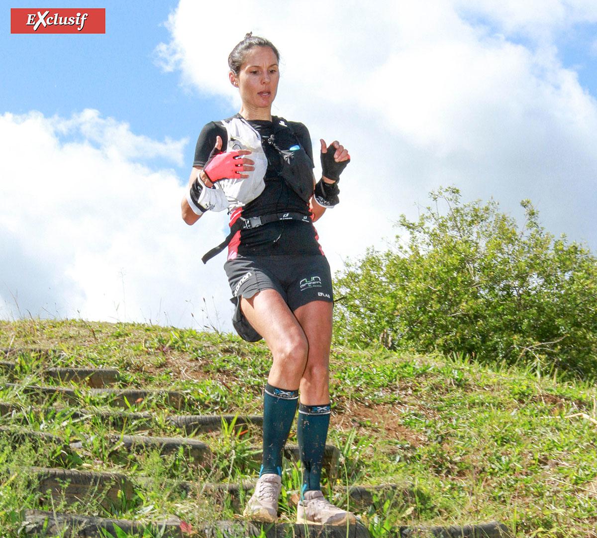 Emilie Maroteaux a dominé la course des 43 km. Au moment de la photo, il ne lui restait plus qu'un petit kilomètre pour conclure...